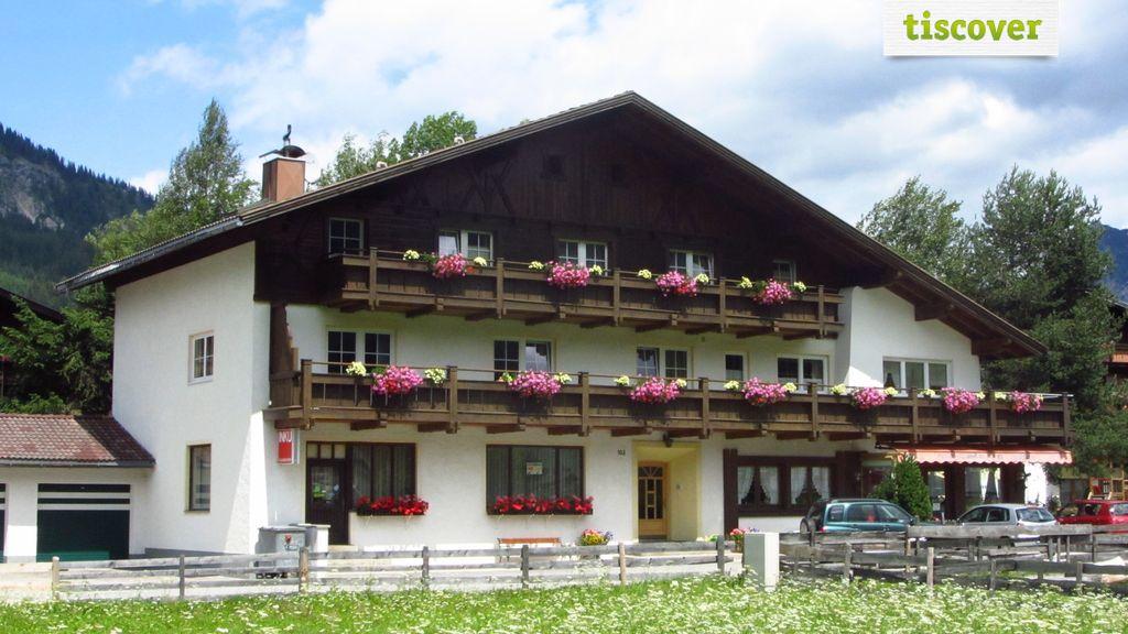 Aussenansicht im Sommer, Haus Glätzle Helene