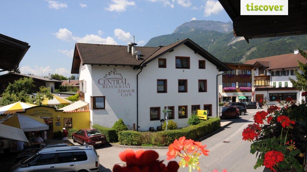 Aussenansicht im Sommer - Cafe Restaurant Central Kramsach