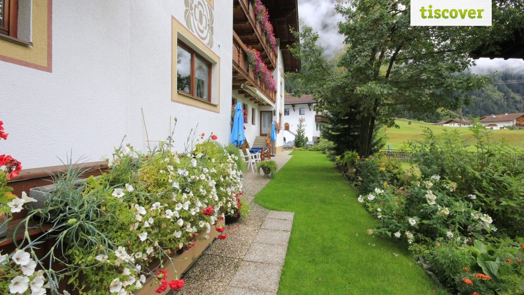 View from outside In summer - Hotel Gsallbach Kaunertal