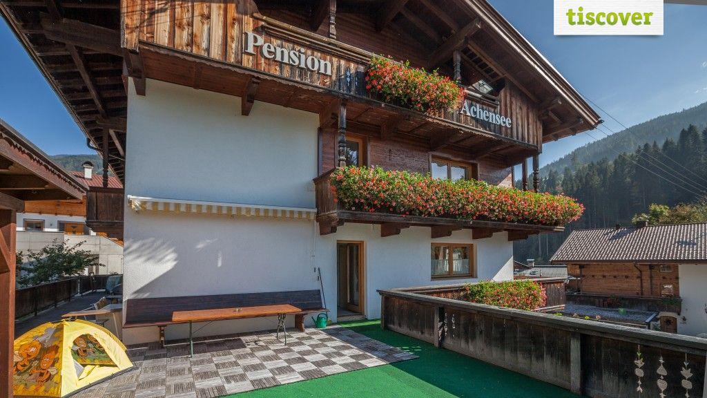 Aussenansicht im Sommer - Apartments Pension Achensee Alpbach