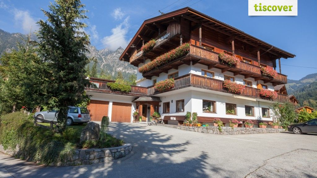View from outside In summer - Apartments Pension Achensee Alpbach
