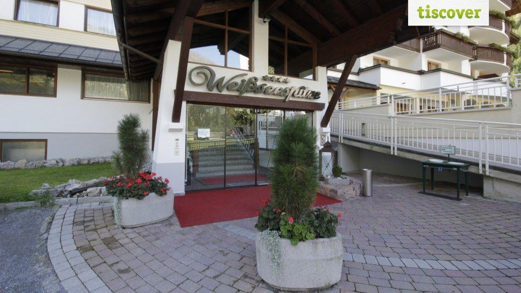 Aussenansicht im Sommer - Nature Watch Hotel Weisseespitze**** Kaunertal