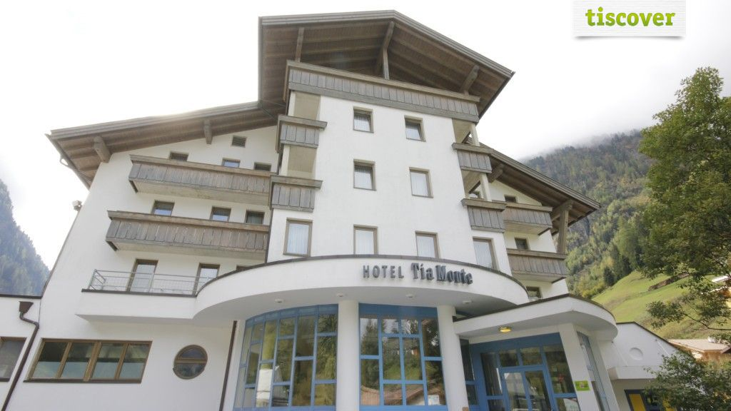 View from outside In summer - Familienhotel Tia Monte Kaunertal