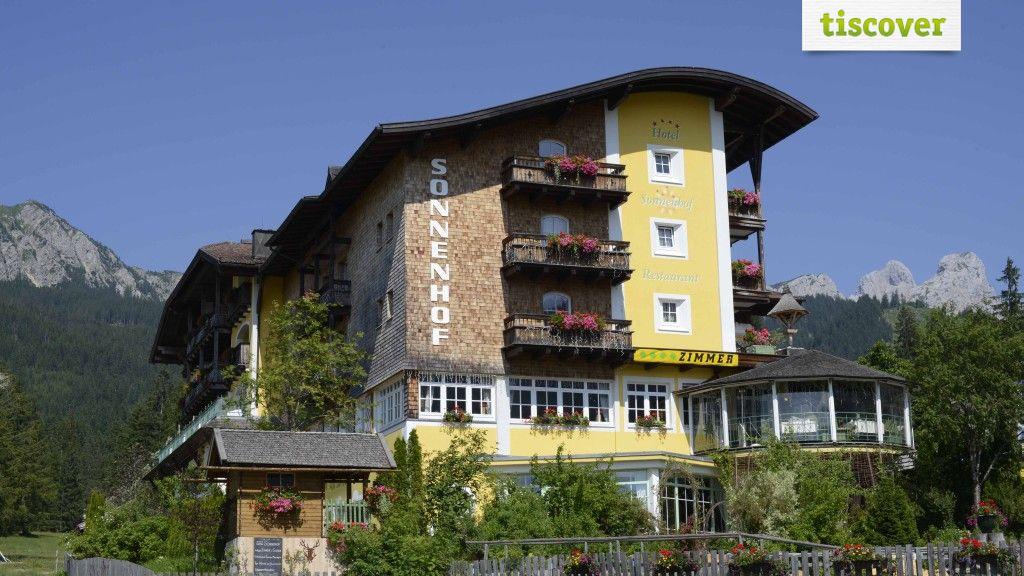 View from outside In summer - Alpine-Wellness Hotel Sonnenhof Graen-Haldensee