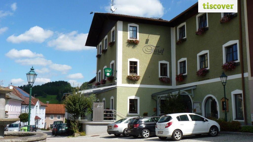 Aussenansicht im Sommer - Hotel Fuerst Unterweissenbach