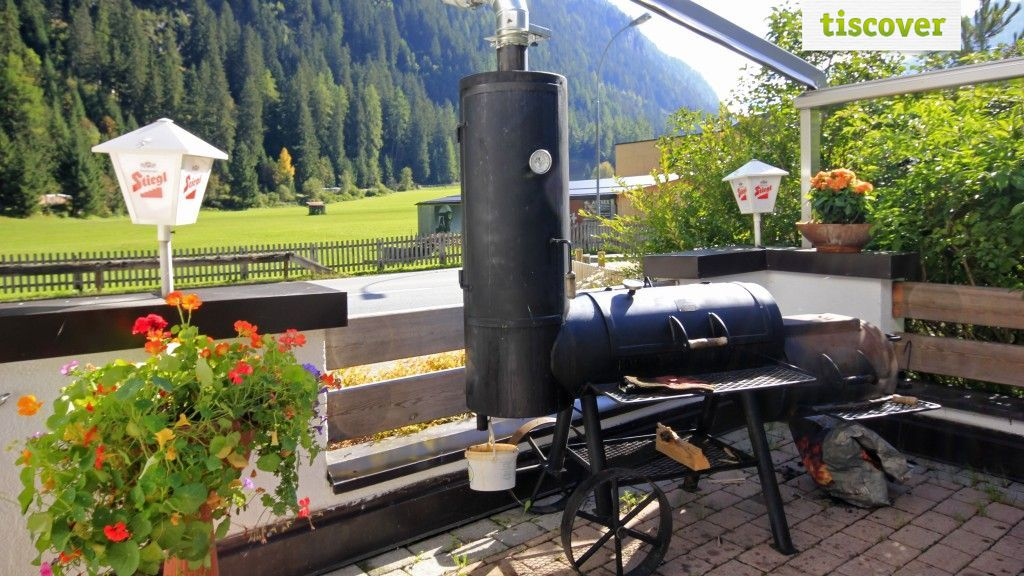 View from outside In summer - Apart Haus & Pizzeria Rustica Kaunertal