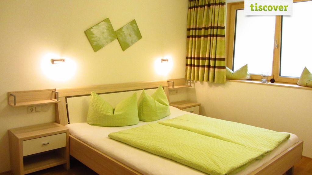 Room(s) In winter, Apartment Ferienwohnung nebenan mit Balkon