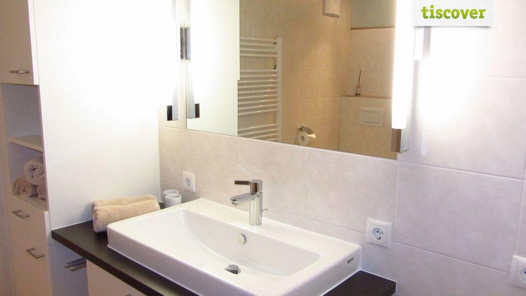 Bathroom In winter, Apartment Ferienwohnung nebenan mit Balkon