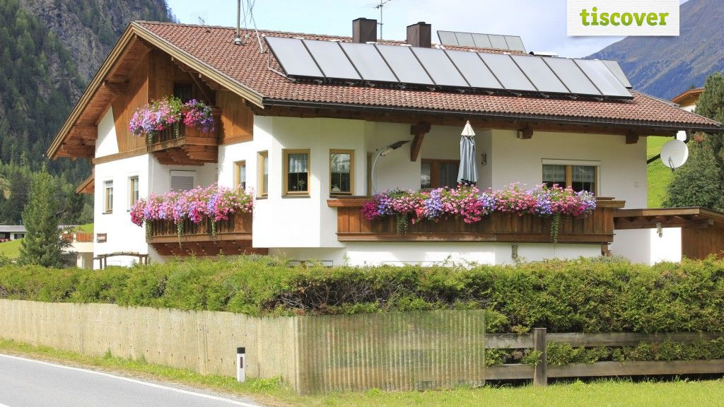 View from outside In summer - Appartement Mair St. Leonhard im Pitztal