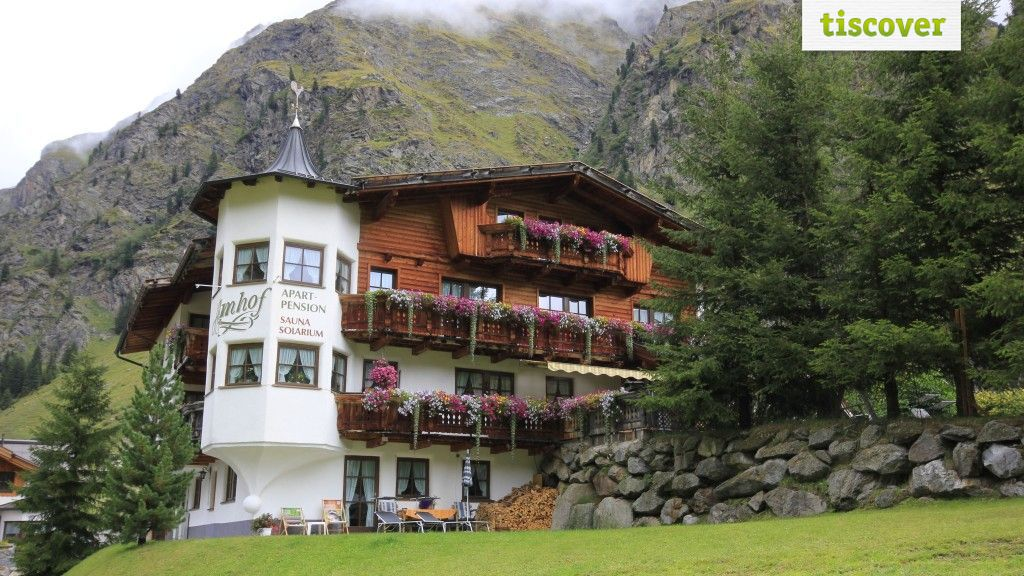 View from outside In summer - Almhof St. Leonhard im Pitztal