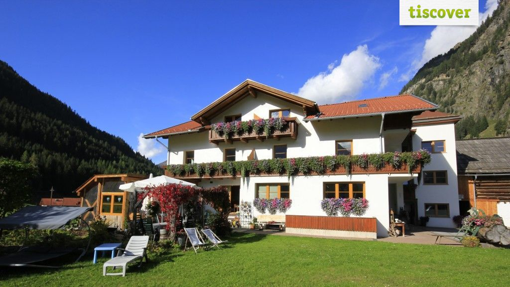 View from outside In summer - Apart Haus Renate Kaunertal