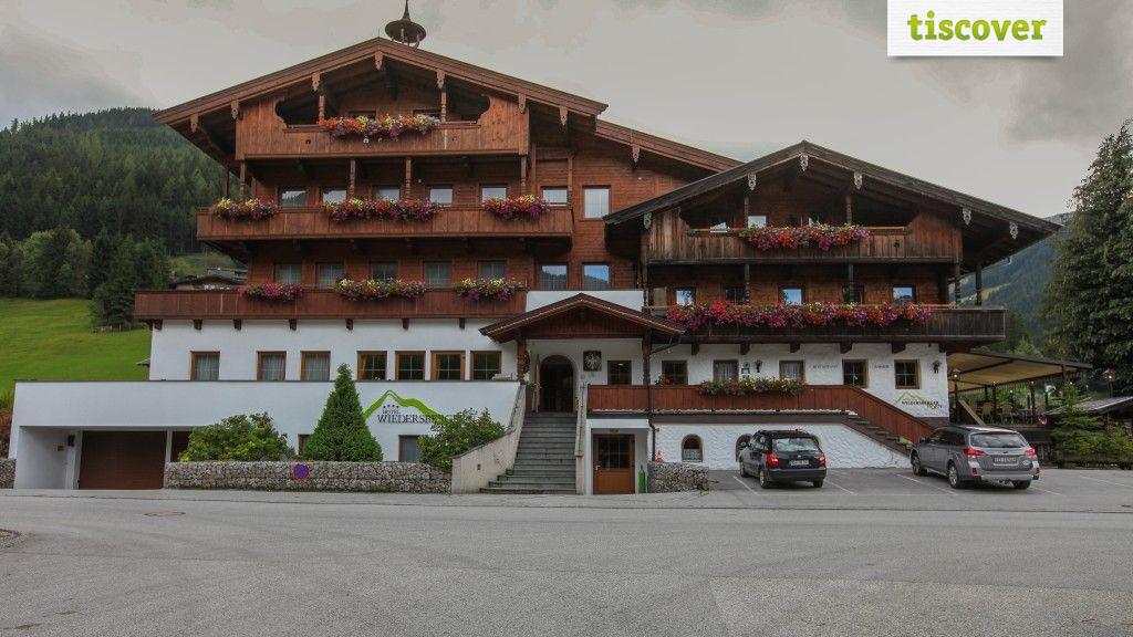 Aussenansicht im Sommer - Hotel Wiedersbergerhorn**** Alpbach