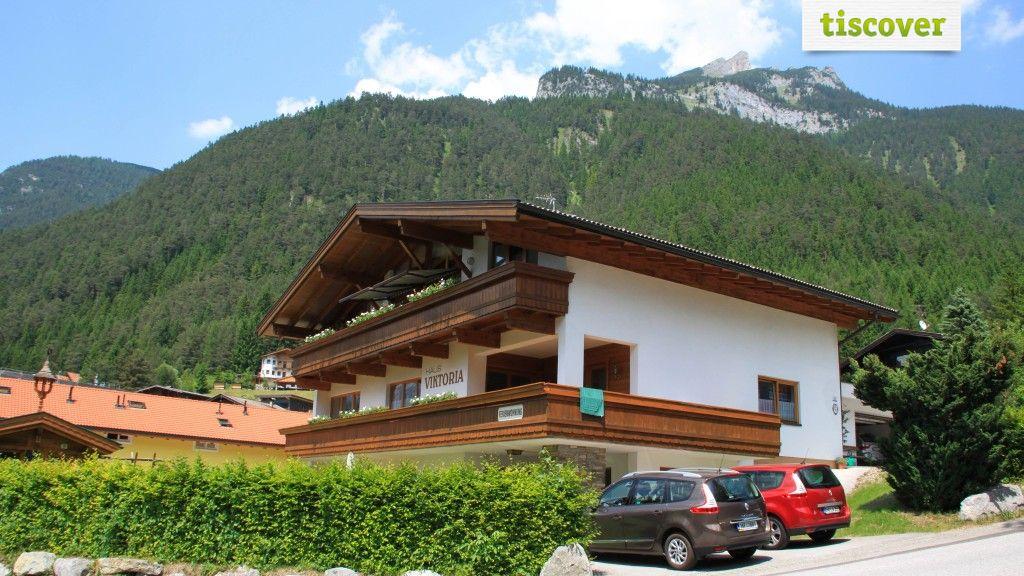 View from outside In summer - Landhaus Viktoria Maurach am Achensee