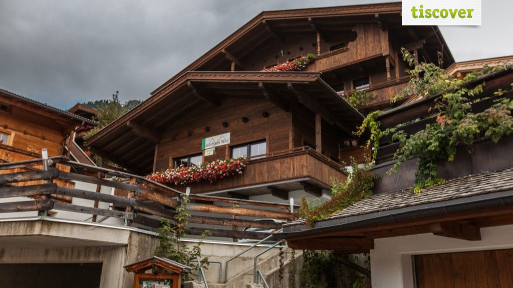 View from outside In summer - Gaestehaus Woell Alpbach