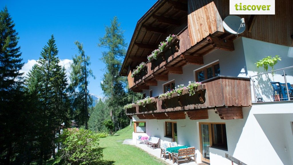 View from outside In summer - Haus am Weinberg Seefeld