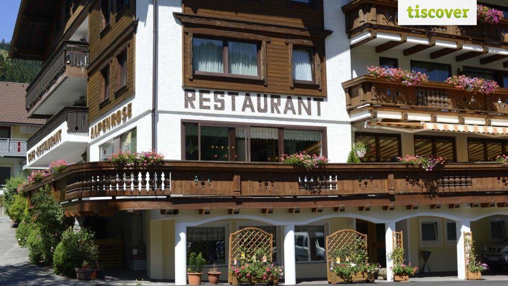 Aussenansicht im Sommer - Gasthof Alpenrose Zoeblen