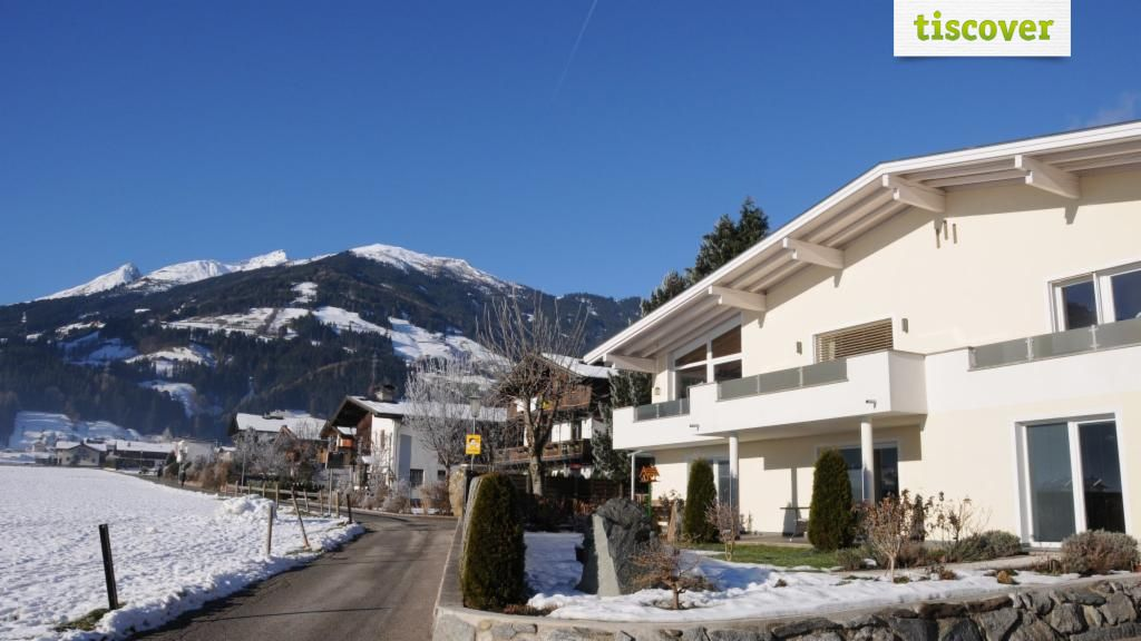 View from outside In winter - Haus Schatz Uderns
