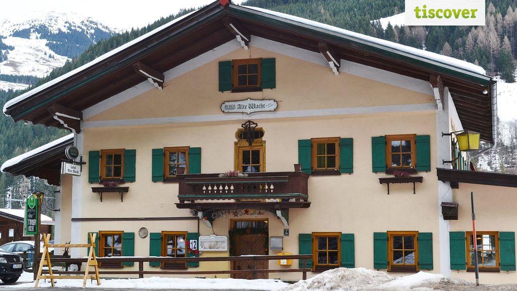 Aussenansicht im Winter - Gasthof Alte Wacht Jochberg
