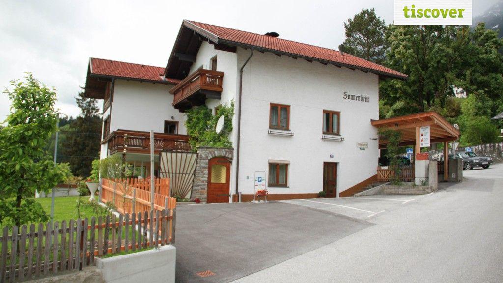 """Aussenansicht im Sommer - Gaestehaus """"Sonnenheim"""" Thaur"""