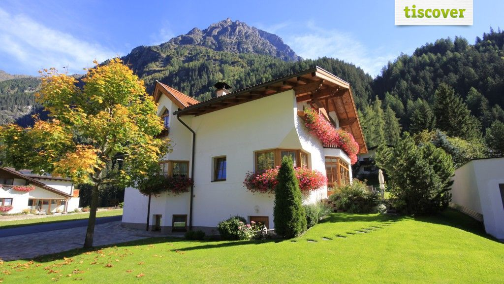 View from outside In summer - Landhaus Larcher Kaunertal