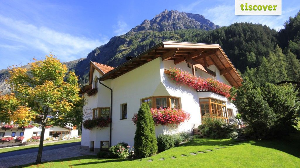 View from outside In summer - Landhaus Larcher Kaunertal