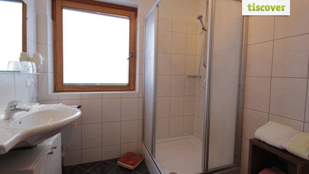 Badezimmer  - Schimpfoessl Luise Ried im Oberinntal