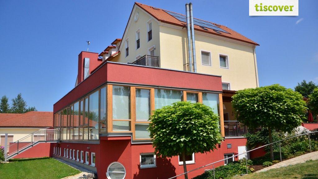 View from outside In summer - Hotel Das Eisenberg**** Sankt Martin an der Raab
