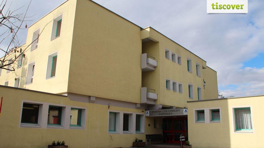 Aussenansicht im Sommer, Jugendgästehaus Villach