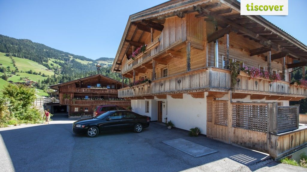 View from outside In summer - Lederer's Zuhaus Alpbach