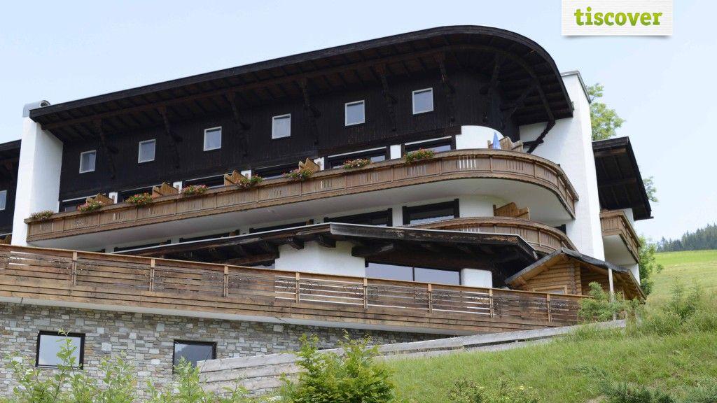 Aussenansicht im Sommer - Berghotel Tirol Jungholz